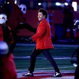 Sein Auftritt erinnert dabei stark an Poplegende Michael Jackson.