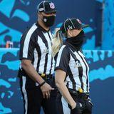 Als erste weibliche Schiedsrichterin geht Sarah Thomas in die Geschichte des Super Bowls ein.