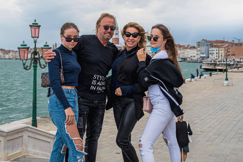 Robert und Carmen Geiss mit ihren Töchtern Shania (l.) und Davina in Venedig