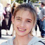 """2004 erlangt Emma Roberts Bekanntheitdurch die Fernsehserie """"Unfabulous"""". Die Nichte von Julia Roberts ist damals erst 13 Jahre alt, der Startschuss ihrer langen Karriere als Schauspielerin, Model und Sängerin."""