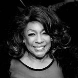 """8. Februar 2021  Die US-amerikanische Soul-Legende Mary Wilson ist tot. Im Alter von 76 Jahren starb sie in ihrem Zuhause in Las Vegas. Gemeinsam mit Diana Ross und Florence Ballard gründete sie 1959 die """"Supremes"""". Sie war das einzige Mitglied, das von der Gründung biszur Trennung 1977 Teil der Gesangsgruppe war."""