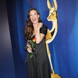 """Alexandra Neldel hat von 2005 bis 2007 in der Sat-1-Telenovela """"Verliebt in Berlin"""" als Lisa Plenske die Herzen der Zuschauerim Sturm erobert. Danach war sie unter anderem in """"Die Rache der Wanderhure"""" zu sehen oder in dem ZDF-Dreiteiler """"Die Rebellin"""". Nach dem TV-Durchbruch ist sie bis heute gern gesehener Gast von Award-Verleihungen und Red-Carpet-Events, wie beispielsweise dieses Foto von derBambi-Verleihung aus dem Jahr 2009 beweist. Und heute, rund zehn Jahre später?"""