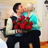 Bei Familie Katzenberger-Cordalis gehtes zum Valentinstag mit einem großen Strauß roter Rosen und Küssen ganz klassisch zu.