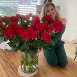 Auch Familie Geiss feiert den Valentinstag klassisch: Robert at seiner Carmen einen riesigen Strauß roter Rosen geschenkt.