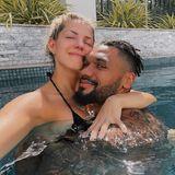 Für Sarah und Dominic Harrison soll dieser Valentinstag ein Tag wie jeder andere sein. Die beiden haben nicht geplant, und genießen die freie Zeit mit einer Kuschelstunde im Pool.