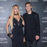 """2017 zeigte sich Paris Hilton noch mit ihrem Ex-Verlobten Chris Zylka auf dem roten Teppich.Warum sie sich getrennt hat? Einer """"unglaublichen Frau"""" wie ihr konnte er einfach nicht das Wasser reichen. Im November 2018 ging die Beziehung auseinander."""
