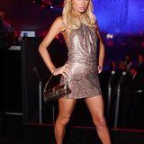 """Bei denAmerican Music Awards 2008 trug Paris die Haare wieder etwas länger, an ihrem Kleidungsstil hat sich allerdings nicht viel geändert. Hauptsache Glitzer. In diesem Jahr kam auch ihr Song """"Stars are blind"""" raus."""