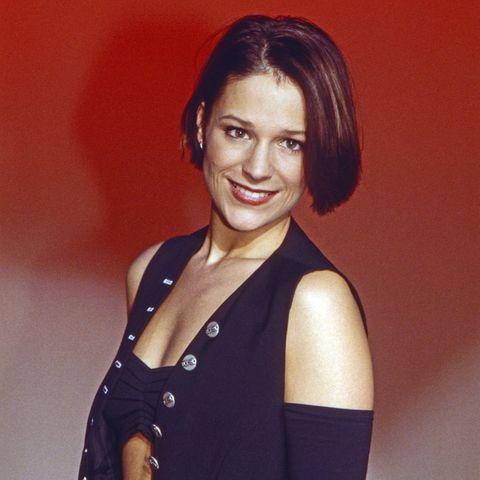 """In der Fernsehshow """"Wunschbox"""" zeigtesich Schlagersängerin Michelle 1996 von ihrer Schokoladenseite: Mit einem kurz geschnittenen Bob, roten Lippen und einem Outfit, das viel Haut zeigte,gewann sie schnell die Herzen Zuschauer für sich. Und heute?"""