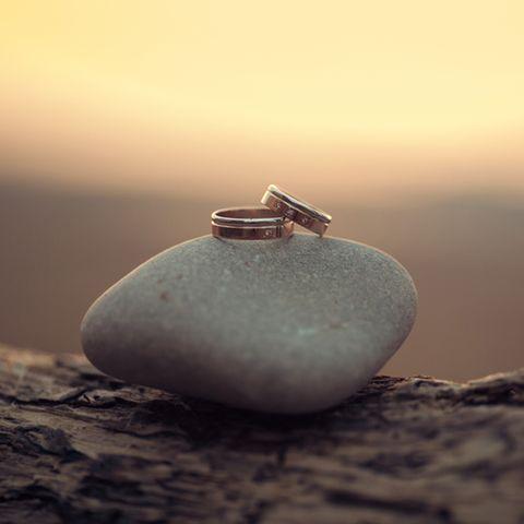 Steinerne Hochzeit: Die schönsten Ideen und Sprüche fürs Jubiläum