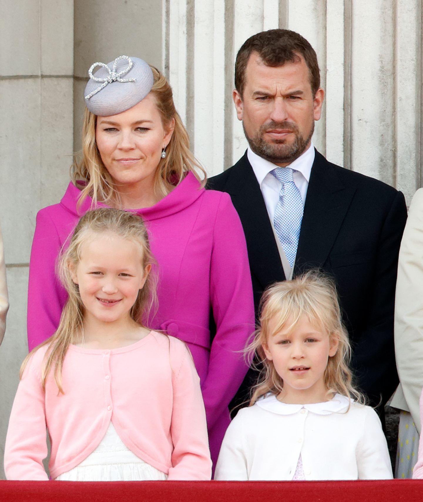 Plätze 18, 19und 20  Peter Phillips, der Sohn von Prinzessin Anne und Captain Mark Phillips, ist aktuell die Nummer 16 der Thronfolge. Er hat zwei Töchter mit Autumn Philips, geborene Kelly. Die ältere Savannah (links) belegt Platz 17, die jüngere Isla (rechts) Platz 18.