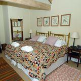 Gemütlich, funktional und bodenständig sind auch die Schlafzimmer des royalen Ferienhauses.