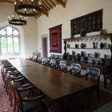 Edle Antiquitäten und hohe Decken zeichnen das walisische Landhaus aus, das Prinz Charles 2007 nach langer Suche für knapp 1,3 Millionen Euro erwarb.