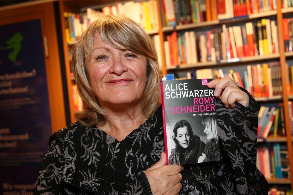 """Alice Schwarzer präsentiert ihr Buch """"Romy Schneider: Mythos und Leben""""."""
