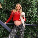 """Im Jahr 2020 hat sich das Leben von """"Victoria's Secret""""-Engel Elsa Hosk komplett verändert. Sie hat ihre Wohnung in New York verkauft, ist nach Los Angeles in ein Haus gezogen und erwartet mit ihrem Partner Tom Daly das erste Kind. Stolz hält sie zu Weihnachten ihre Kugel in die Kamera."""