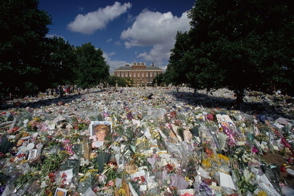 Über eine Millionen Blumen-Bouquets wurden im September 1997 nach Prinzessin Dianas Tod vor ihrem letzten Wohnort, dem Kensington Palast, abgelegt.
