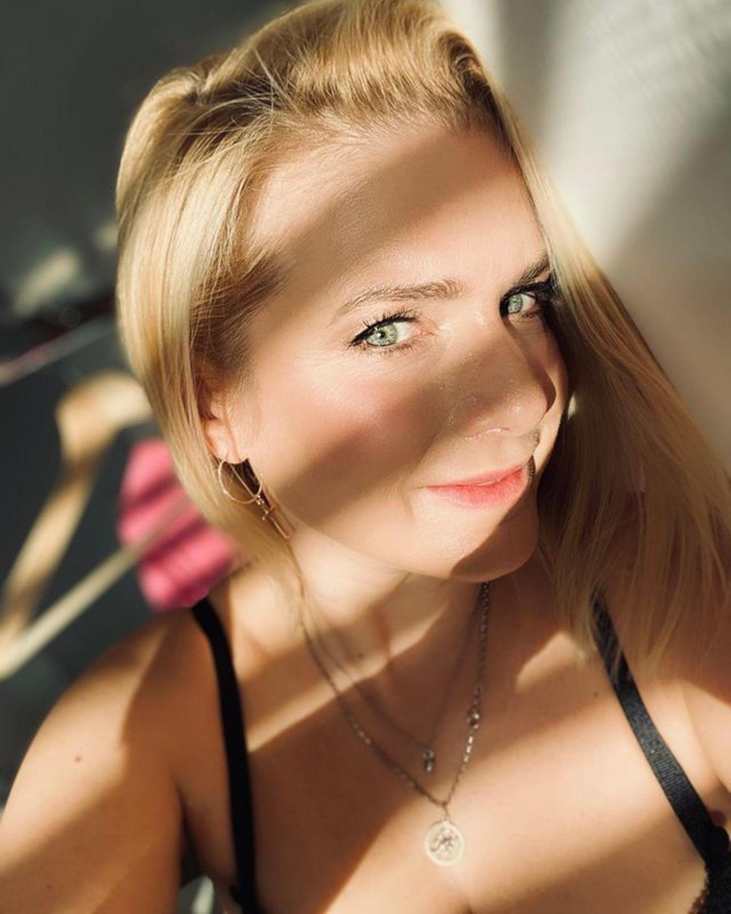 ...mag sie es heute gerne natürlich! Mit 41 Jahren strahlt sie immer noch wie früher, ihren tollen grünen Augen und dem rosigen Teint sei Dank.