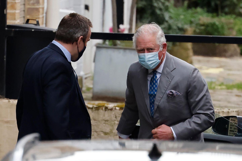 Prinz Charles zeigt sich am 20. Februar vor dem King Edward VII's Hospital in London.