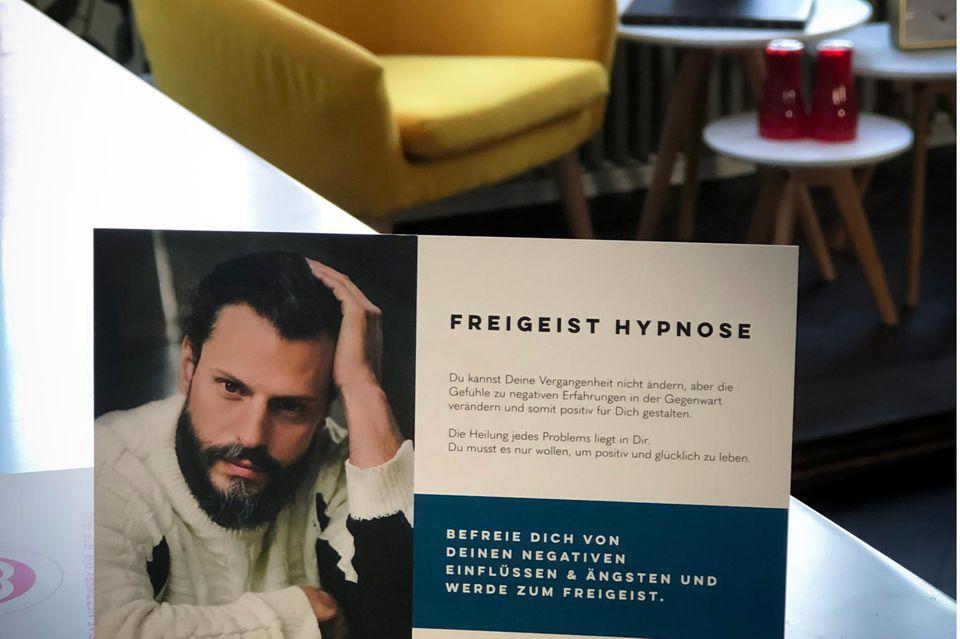 """Manuel Cortez hat eine professionelle Hypnoseausbildung absolviert. In seiner Praxis """"Freigeist Hypnose"""" bietet er Coachings und hypnotische Sitzungen für Klient*innen mit emotionalen Defiziten an."""