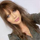 """Auf Instagram zeigt sich die Mutter von zwei Kindern plötzlich mit hellbraunen Haaren. Dazu schreibt Sara Kulka: """"Und was meint ihr?#newhair#neuanfang"""". Vor allem der letzte Hashtag lässt einen aufhorchen. Wie Sara bereits auf Instagram mitgeteilt hat, leidet sie sehr unter dem Tod ihrer Freundin Kasia Lenhardt, ein möglicher Grund für ihre radikale Typveränderung."""