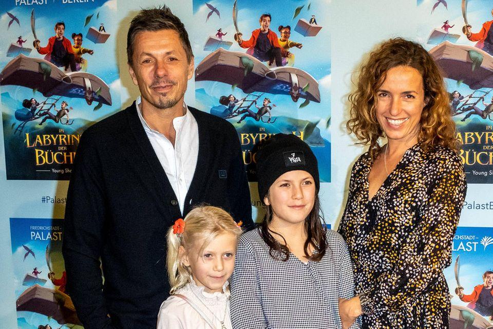 Michi Beck und Frau Ulrike mit den Kindern Poppy und Romny im Jahr 2019 im Friedrichstadt Palast Berlin