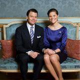 """24. Februar 2009  Ihre Liebesgeschichte begann bereits im Jahr 2002. Die offizielle Ankündigung der Verlobung von Kronprinzessin Victoriaund Daniel Westling erfolgte am 24. Februar 2009. """"Ich bin durch und durch glücklich"""", schwärmte die schwedische Prinzessin bei der Pressekonferenz. Gefeiert haben sie diesen besonderen Tag mit einem exquisitenVerlobungsdinner auf Schloss Drottningholm. Ein Jahr später, am 19. Juni 2010 gaben sich Victoria und Daniel das Jawort."""