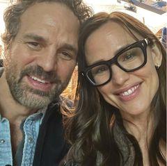 17 Jahre später hat sich das nicht geändert und die beiden feiern eine ganz besondere Reunion auf Instagram. Dabei fällt auf: Während Mark Ruffalo etwas ergraut ist, hat sich vor allem Jennifer Garner kaum verändert.