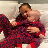 """""""Die Lieben unseres Lebens"""", schreibt Tamara zu diesem niedlichen Foto von Sophia und Serena im Partnerlook. """"XO"""" findet sich auf den Pyjamas der Mädchen, was im Englischen für Küsse und Umarmungen steht – wie passend!"""