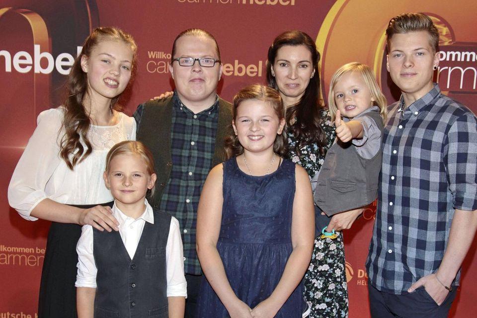 Angelo Kelly mit Ehefrau Kira und den Kindern Gabriel, Helen, Emma, Joseph und William