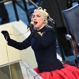 """Lady Gaga  Die US-Sängerin litt laut eigener Aussage seit ihrem 15. Lebensjahr unter Bulimie und Magersucht. Damit ist sie 2012 an die Öffentlichkeit gegangen, um für mehr Selbstakzeptanz zu kämpfen. Ein Ziel, das die Oscargewinnerin auch mit ihrer """"Born This Way Foundation"""" unterstützt. Sie selbst habe ihre Essstörung überwinden können, erzählt Gaga 2014 im Interview mit """"Harper's Bazaar""""."""