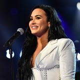 """Demi Lovato  Die Sängerin lässt sich mit 18 Jahren wegen ihrer Magersucht und Bulimie in eine Klinik einweisen. Im Gespräch mit dem US-Magazin """"People"""" erzählt sie, dass bereits ihre Mutter und Großmutter an Bulimie gelitten haben. """"Hoffentlich werden meine Kinder nicht daran erkranken, aber es ist wie eine Sucht, es ist vererbbar"""", meint der Ex-""""Disney Channel""""-Star."""