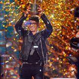 """Staffel 16: Davin Herbrüggen  Er hat sich in die Herzen des Publikums und der Jury gesungen: Davin Herbrüggen ist Sieger der 16.DSDS-Staffel. Doch wirklich erfolgreich verlierf seine musikalische Karriere nicht.Denn sein Gewinner-Song """"The River"""" war in den deutschen Charts für nur eine Woche auf Platz 34. Das ist das schlechteste Ergebnis, das ein DSDS-Gewinner je eingefahren hat. Und womit verdient Davin heute sein Geld?"""