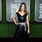 Im stylischen Leder-Look zeigt sich Sophia Meloni auf dem leeren Teppich der Golden Globes.