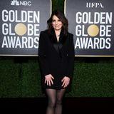 Klassisch: Im kurzen Blazer-Dress undSchmuck von Pomellato präsentiert sich Golden-Globe-Moderatorin Tina Fey auf dem leeren Teppich im Beverly Hilton Hotel.