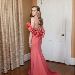 Amanda Seyfried bezaubert auch ohne roten Teppich in einem floralen Look von Oscar de la Renta.