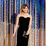 Renée Zellweger schwebt im klassisch-schwarzen Bustierkleid über die Bühne der Golden Globes.