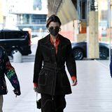 Auch Schwester Bella Hadid lässt sich das Fashion Event nicht nehmen.