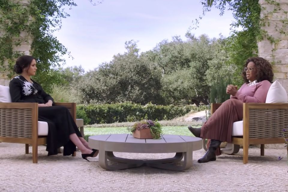 Im Garten der Villa von Harry und Meghan findet das Interview statt.