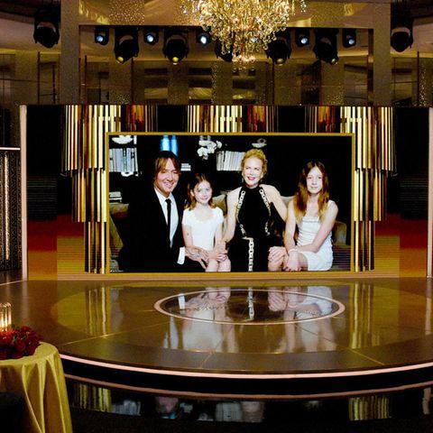 Keith Urban und Nicole Kidman grüßen mit ihren Kindern Faith (2.v.l.) und Sunday (r.)