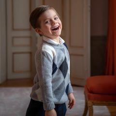 Und hier lacht der bezaubernde Schweden-Prinz aus vollem Herzen der Fotografin entgegen.