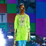 Ganz großes Thema bei Dolce & Gabbana: Körperketten (und ganz viel Neon).