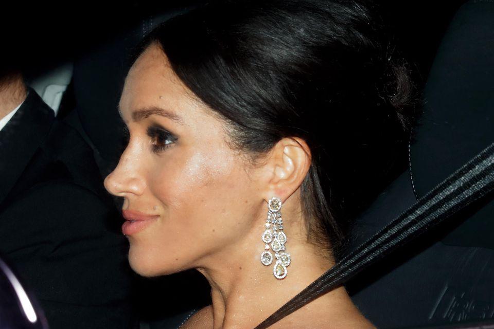 Auch zu den Feierlichkeiten von Prinz Charles' 70. Geburtstag im November 2018 trägt Meghan die Ohrringe von Chopard.