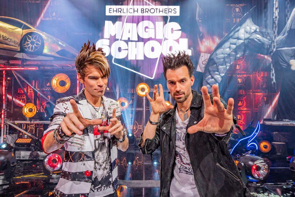 """Die Ehrlich Brothers bei ihrer Show """"Ehrlich Brothers Magic School"""""""