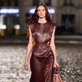 Farbiges Leder kombiniert mit femininen Schnitten - ein Trend, der auch in Kopenhagen diese Saison bereits zu sehen war.
