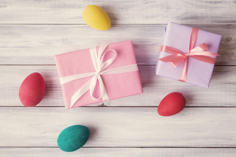 Ostergeschenke, zwei kleine Ostergeschenke, Ostereier, Ostern