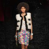 Wie viele andere Designer musste sich auch das französische Modehaus Chanel eine Alternative zur klassischen Modenschau überlegen. Chanel zeigt seine neue Kollektion in Form eines Kurzfilms.