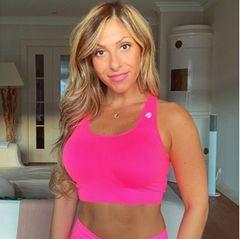 """Gülcan Kampf hat die vergangene Zeit genutzt und ihrem Körper eine Detoxkur gegönnt: """"Meine Fastenwoche ist beendet und ich fühle mich super fit"""", schreibt sie bei Instagram und berichtet auch gleich von einem netten Nebeneffekt – sie habe dabei abgenommen und wiege jetzt 61 Kilogramm. Gülcan Kampsfastet regelmäßig und empfiehlt dies auch ihren Followern – vor allem """"gesunden Menschen, die sich mit ausgewogener Ernährung auskennen!"""""""