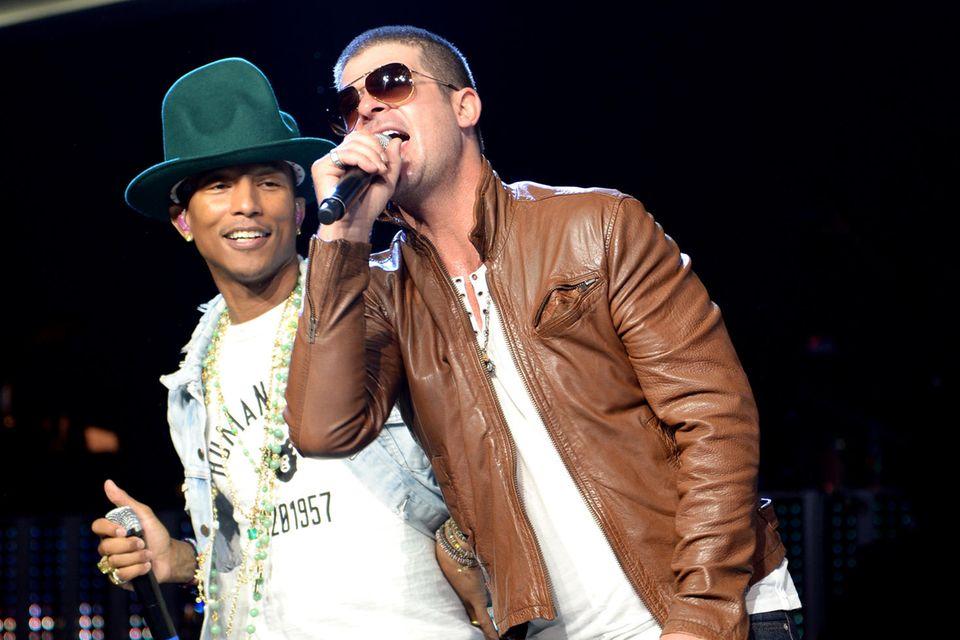 Robin Thicke and Pharrell Williams auf der Bühne im Jahr 2014