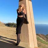 Bei diesem Bild istman einfach nur sprachlos - Sharon Stone zeigt sich wenige Tage vor ihrem 63. Geburtstag (10. März 2021)in diesem sexy Ensemble von Dolce & Gabbana, das ihren WOW-Body perfekt in Szene setzt. Eins steht fest: Das Alter kann Sharon Stone nichts anhaben.