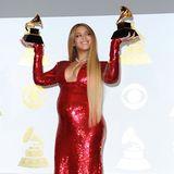 2017  Ein Glamour-Look für Gewinnerinnen: Die hochschwangere Beyoncé kann sich nicht nur über zwei Grammys freuen, sondern auch darüber, dass sie mit ihrem Pailletten-Traum von Peter Dundas einen der schönsten Looks des Abends trägt.