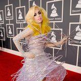 2010  Superstar! Wie eine ganzes Fashion-Sonnensystemglitzert Lady Gaga auf dem Grammy-Carpet. Der Sternen-Look mit Umlaufbahnen ist eine Spezialanfertigung von Armani Privé Couture.